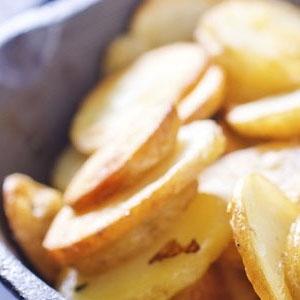 Gebakken aardappels in pan